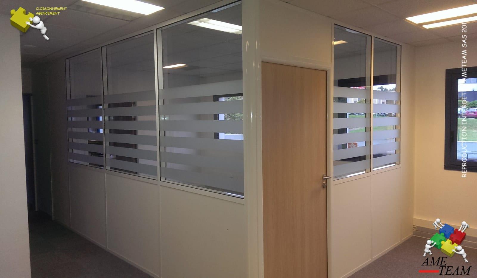 Projet CHALLENGE INTERNATIONALE / St QUENTIN F : Cloisons amovibles vitrée sur allège avec films bandes régulières
