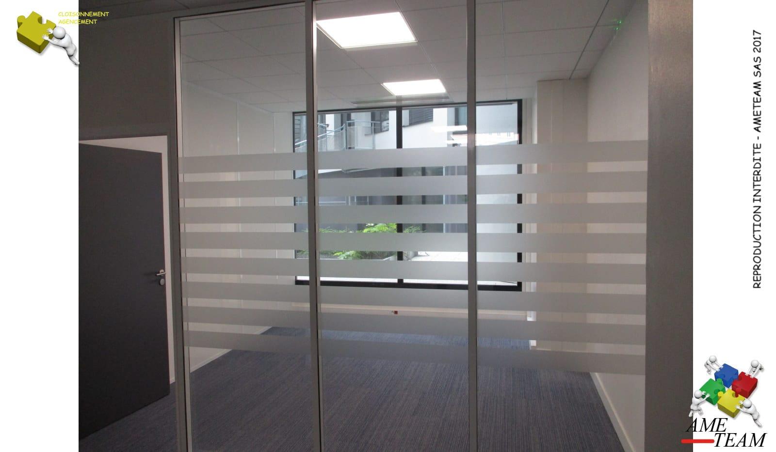 Projet IORGA / LYON3 : Cloisons amovibles vitrée toute hauteur à Couvre Joint avec films bandes reguliéres