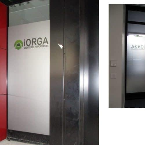 Projet IORGA / LYON3 : Films de confidentialité sur baie vitrée avec incustation de logo en quadricolore
