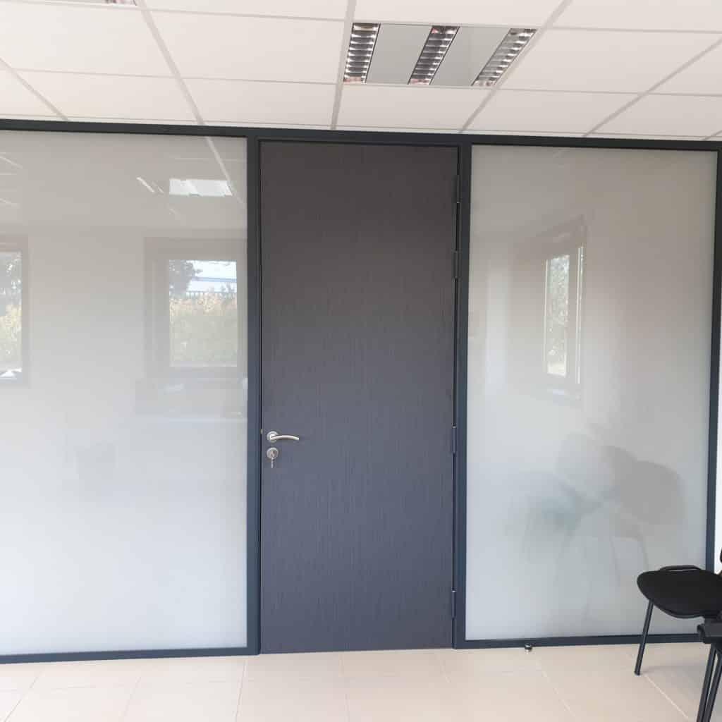 Aménagement de bureaux avec vitrage opacifiant près de Lyon par Ameteam